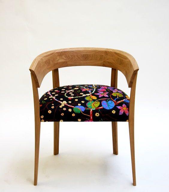 Nyklädda stolar lyfter köksinredningen